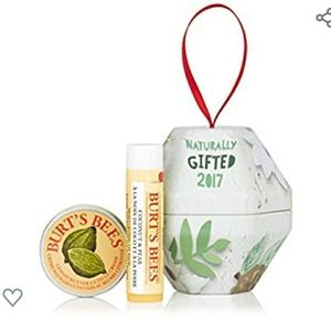 🌻Burt's Bees Bit of Coconut & pear Gift Set